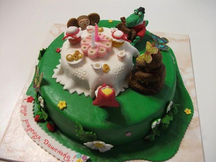Торт Мульт-герои за столом