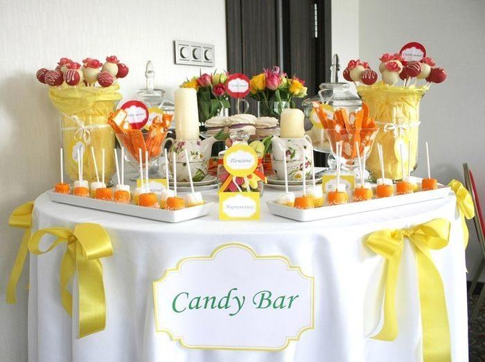 Стол с конфетами