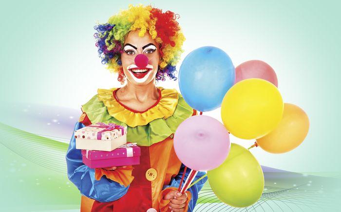 Клоун с шариками и подарками