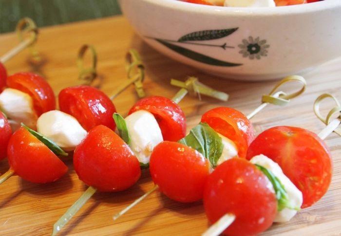 Канапе с помидорами