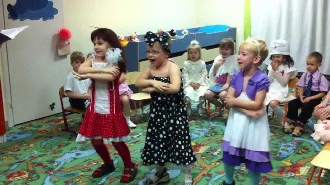Дети выступают на празднике