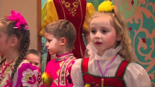 Дети в народных костюмах