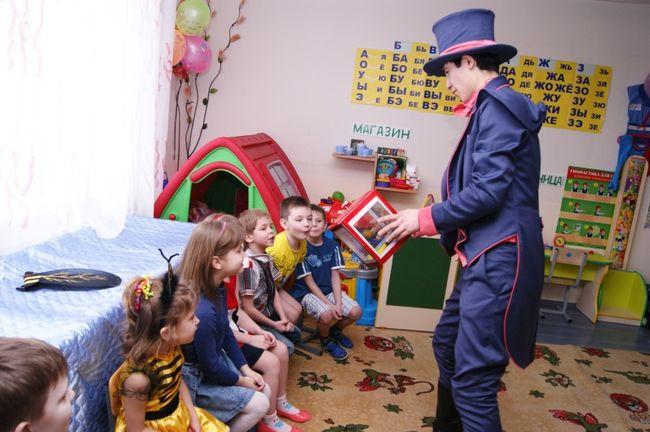 Фокусник с детьми