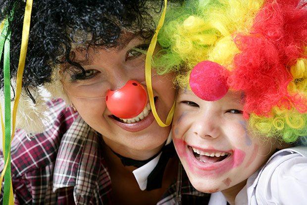 Аниматор-клоун с ребенком