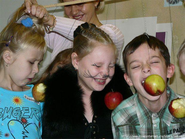 Конкурс яблоко на веревочке