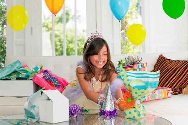 Именинница и подарки