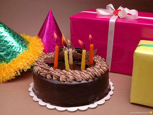 Торт и подарки на день рождения