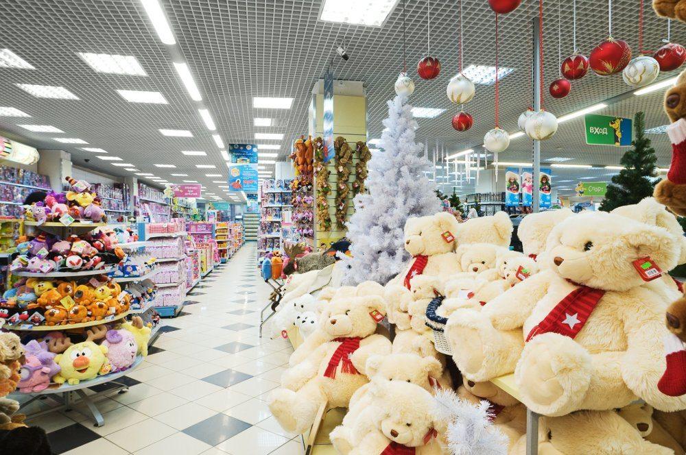 В магазинах детских товаров большой ассортимент всего необходимого