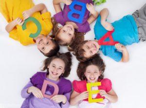 Занятия английским с детьми проходят в игровых формах