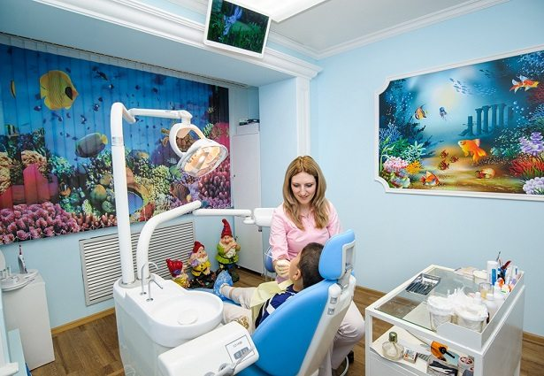 Каждый детский стоматолог сумеет найти подход к ребенку