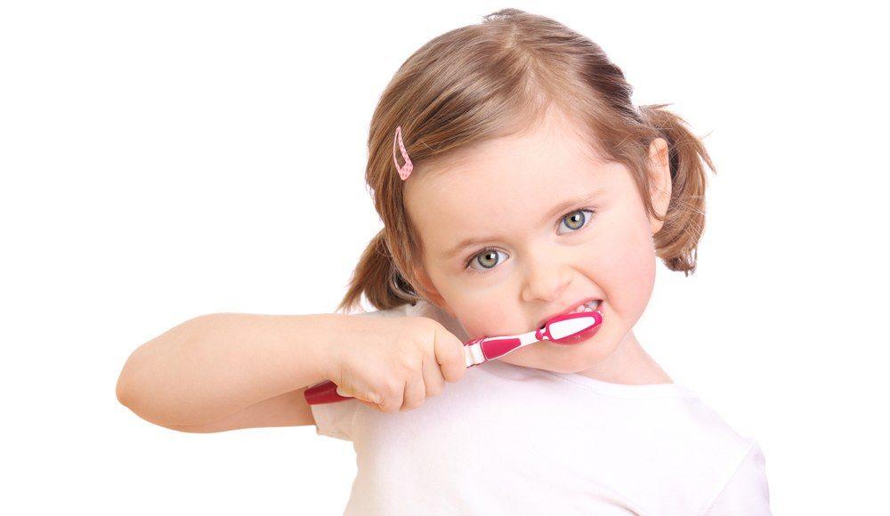 Стоматолог не только вылечит зубы, но и научит правильно за нами ухаживать