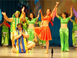 В заключении индийский танец для самых смелых родителей