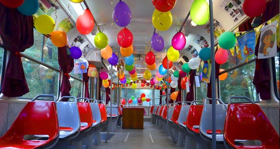 Оригинальный выпускной в трамвае