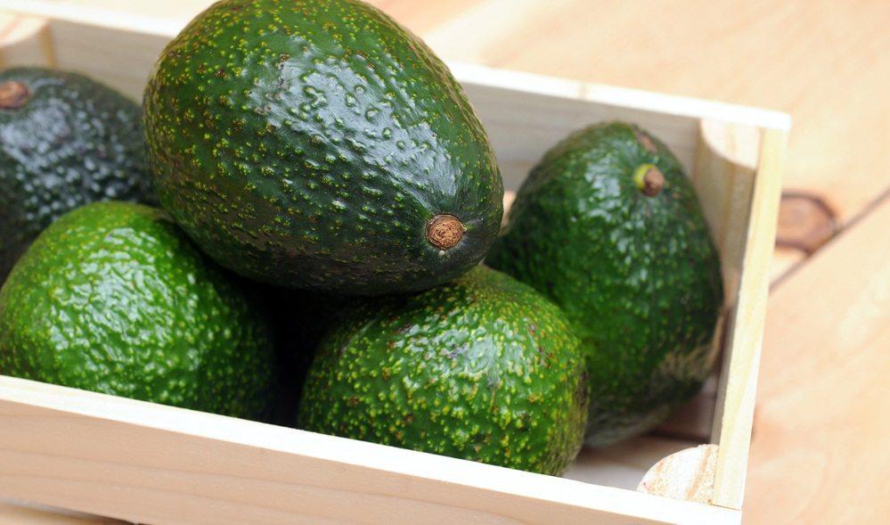 Авокадо лучше всего хранить при комнатной температуре