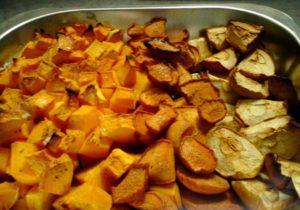 Тыква, запеченная в духовке с яблоками и айвой