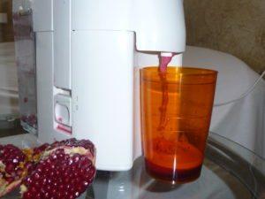 Гранатовый сок через соковыжималку
