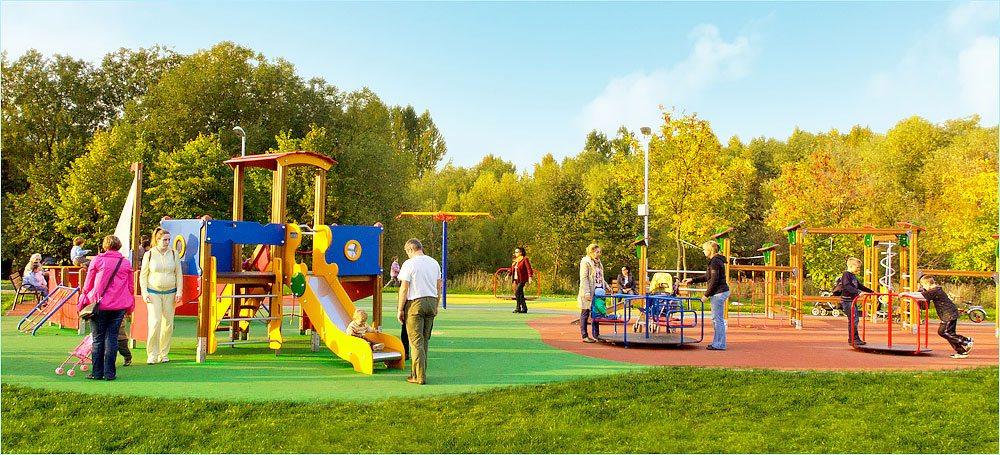 Детская площадка - отличное место для семейного времяпровождения