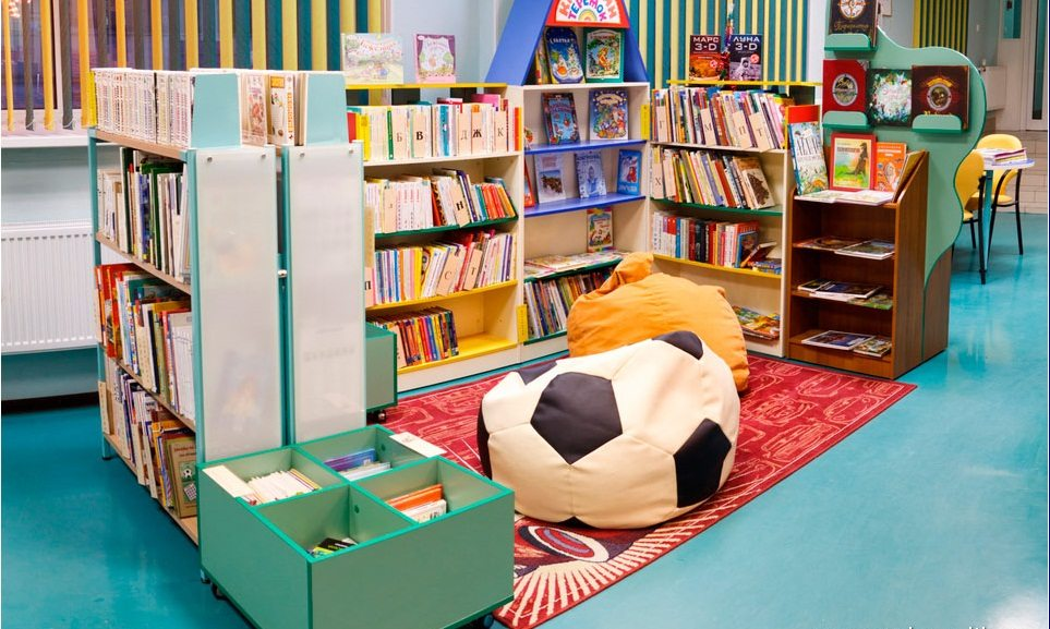Пример интерьера детской библиотеки в России