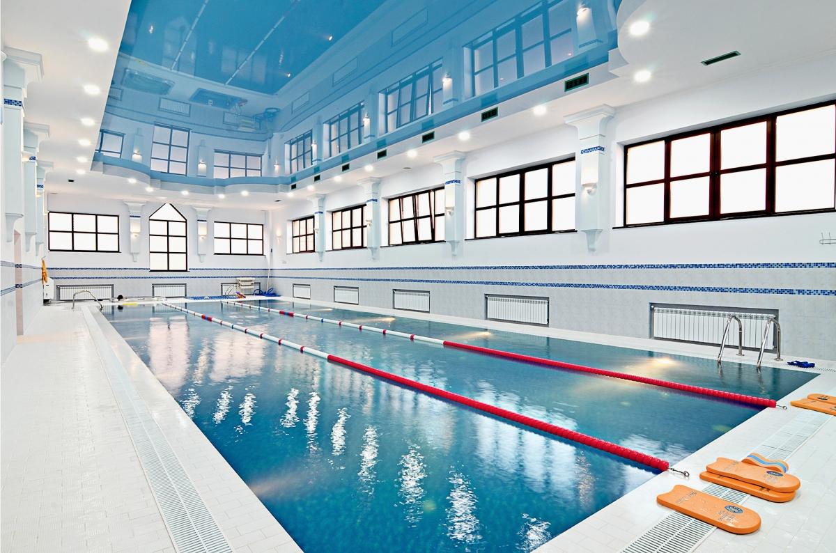 Бассейн для занятия плаванием можно найти в спортивно-оздоровительных комплексах