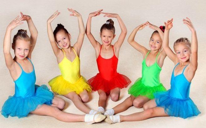 Группа детского балета для школьниц