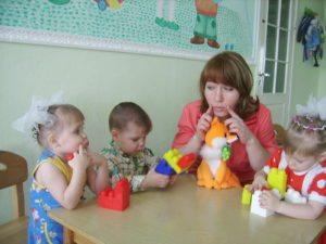 Групповое занятия с логопедом в детском саду