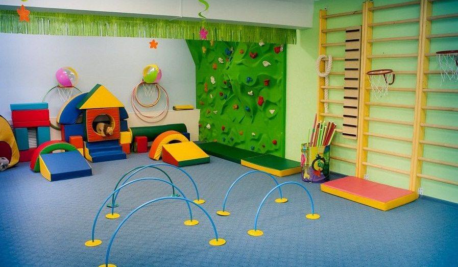 Игровая комната в детской поликлиники для ожидания своей очереди