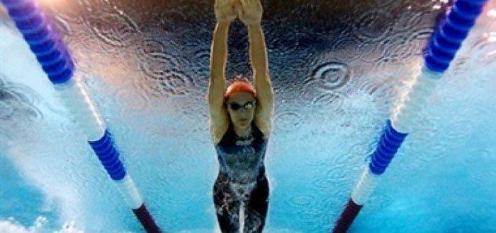 При плавании формируется правильная осанка
