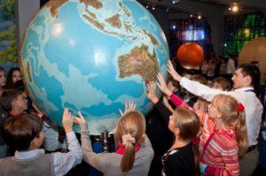 На экскурсиях детей могут заинтересовать увлекательные истории