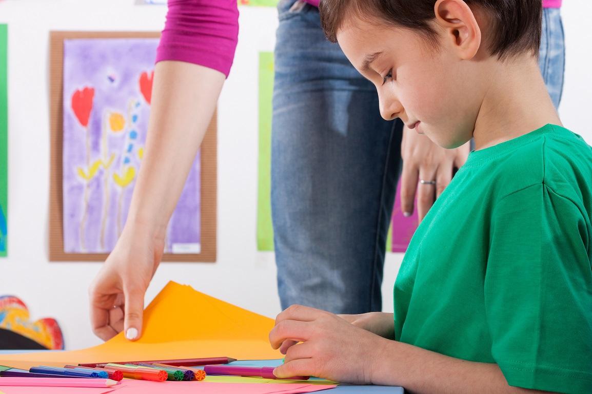 С любой психологической проблемой у ребенка - лучше обратится к психологу