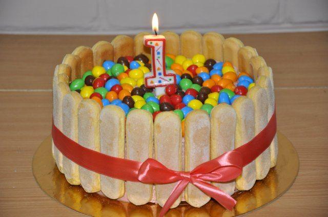 Торт украшенный M&M's